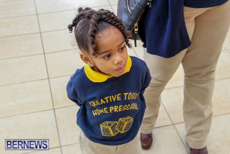 Children-Greet-Santa-At-Airport-Bermuda-November-23-2018-8424
