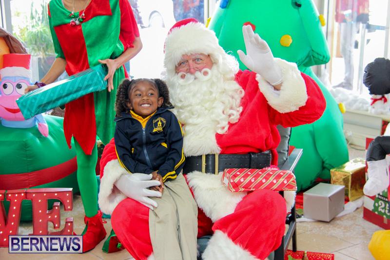 Children-Greet-Santa-At-Airport-Bermuda-November-23-2018-8426