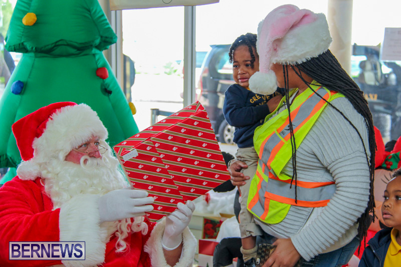 Children-Greet-Santa-At-Airport-Bermuda-November-23-2018-8428