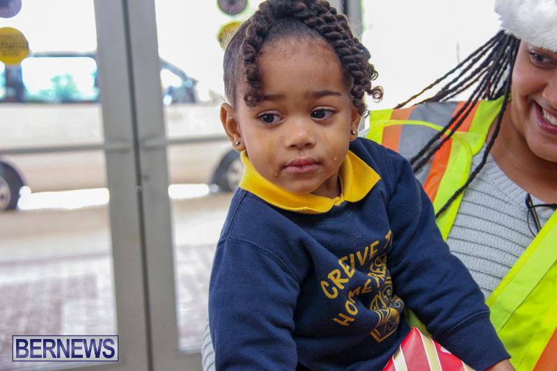 Children-Greet-Santa-At-Airport-Bermuda-November-23-2018-8430