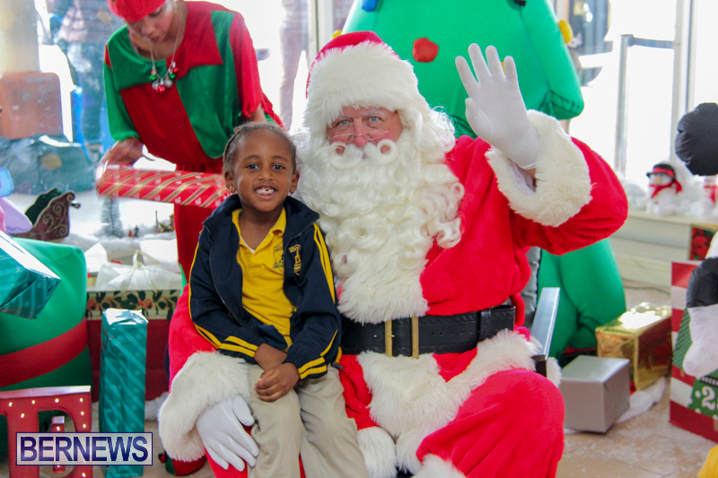 Children-Greet-Santa-At-Airport-Bermuda-November-23-2018-8431