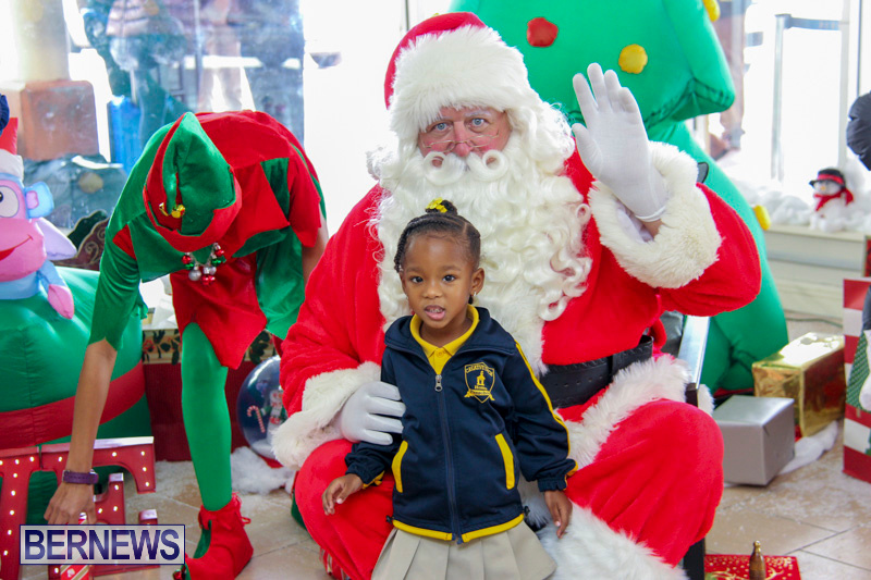 Children-Greet-Santa-At-Airport-Bermuda-November-23-2018-8434