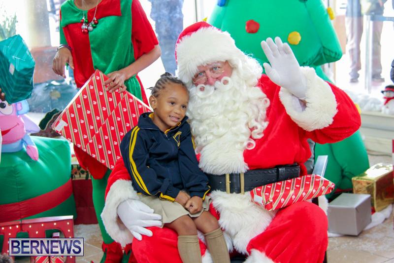 Children-Greet-Santa-At-Airport-Bermuda-November-23-2018-8436