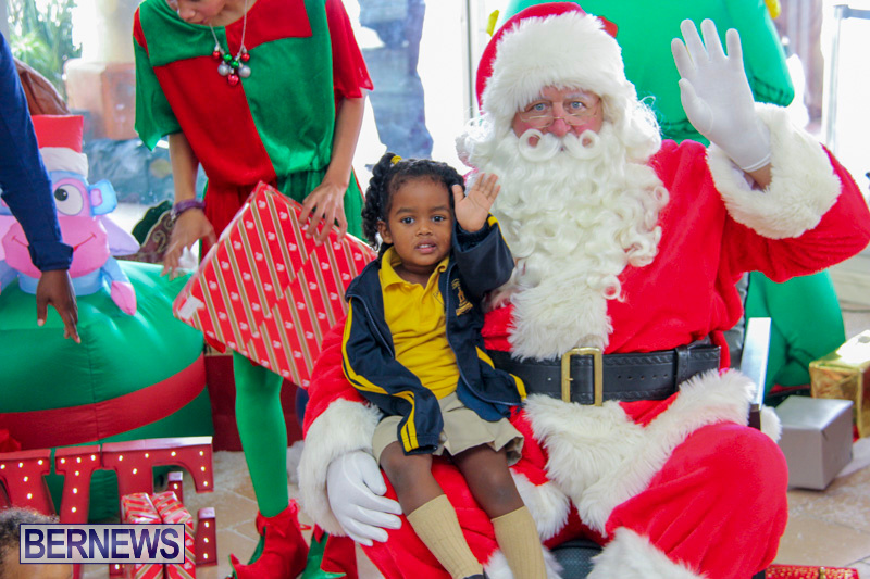 Children-Greet-Santa-At-Airport-Bermuda-November-23-2018-8438