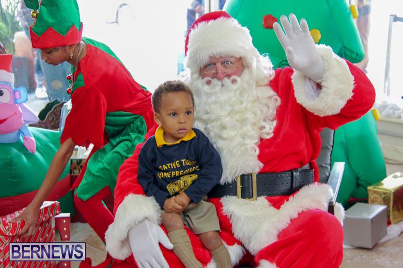 Children-Greet-Santa-At-Airport-Bermuda-November-23-2018-8440