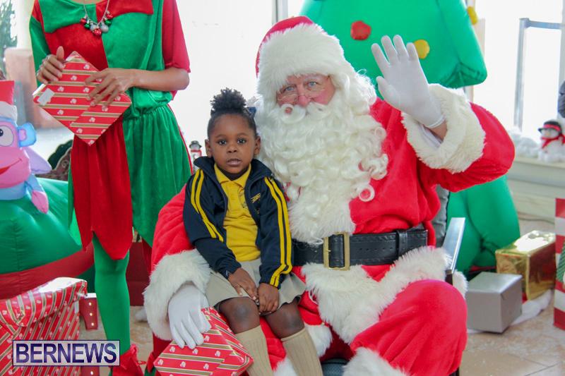 Children-Greet-Santa-At-Airport-Bermuda-November-23-2018-8443