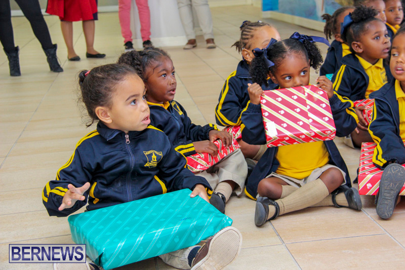 Children-Greet-Santa-At-Airport-Bermuda-November-23-2018-8448