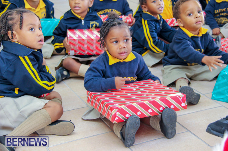 Children-Greet-Santa-At-Airport-Bermuda-November-23-2018-8449