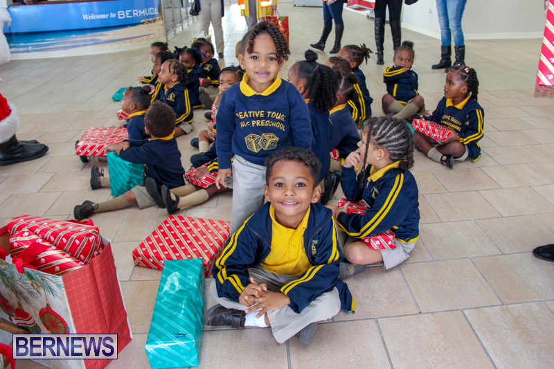 Children-Greet-Santa-At-Airport-Bermuda-November-23-2018-8461