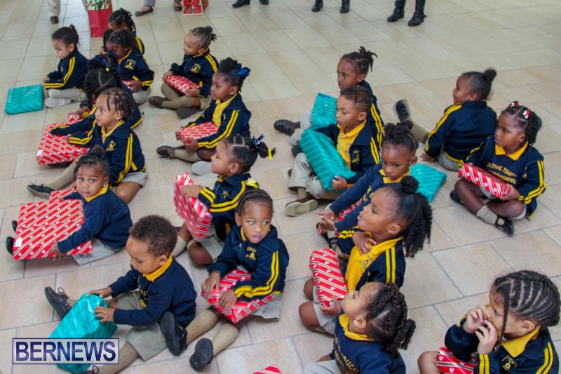 Children-Greet-Santa-At-Airport-Bermuda-November-23-2018-8462