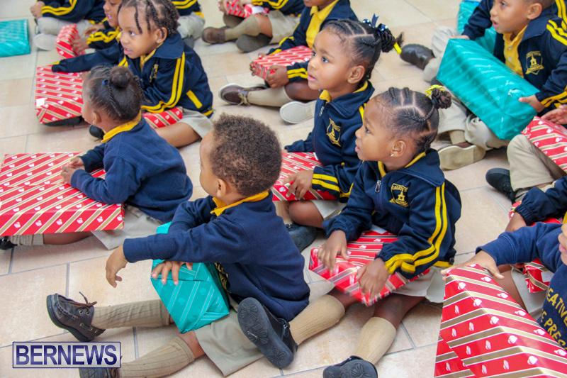 Children-Greet-Santa-At-Airport-Bermuda-November-23-2018-8463