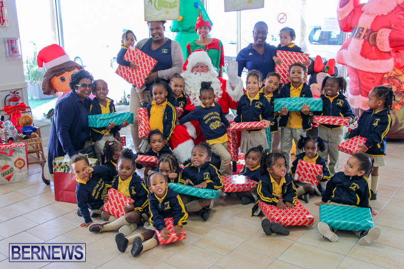 Children-Greet-Santa-At-Airport-Bermuda-November-23-2018-8466