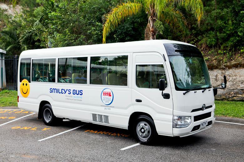 Smiley's Bus Bermuda Nov 22 2018 (1)