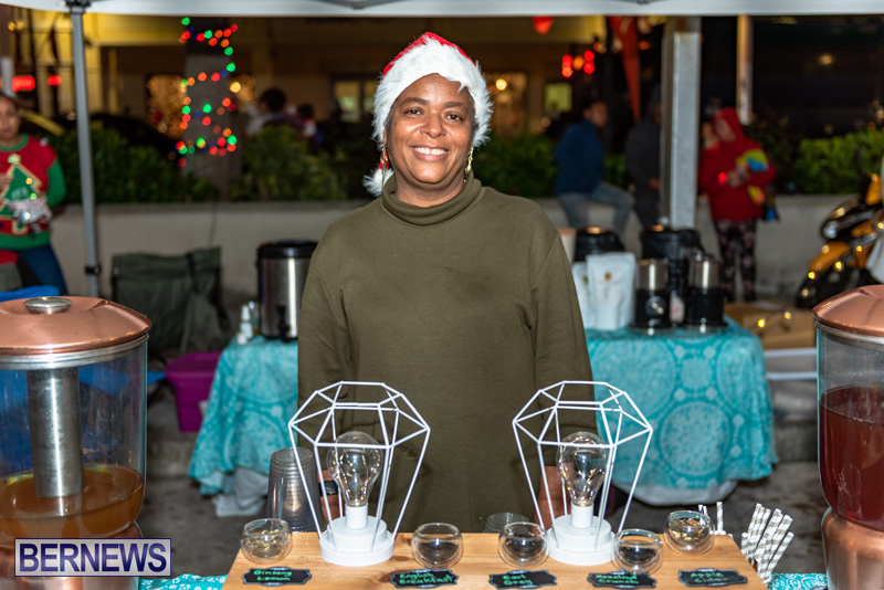Christmas Boat Parade Viewing Village Bermuda Dec 2018 (11)