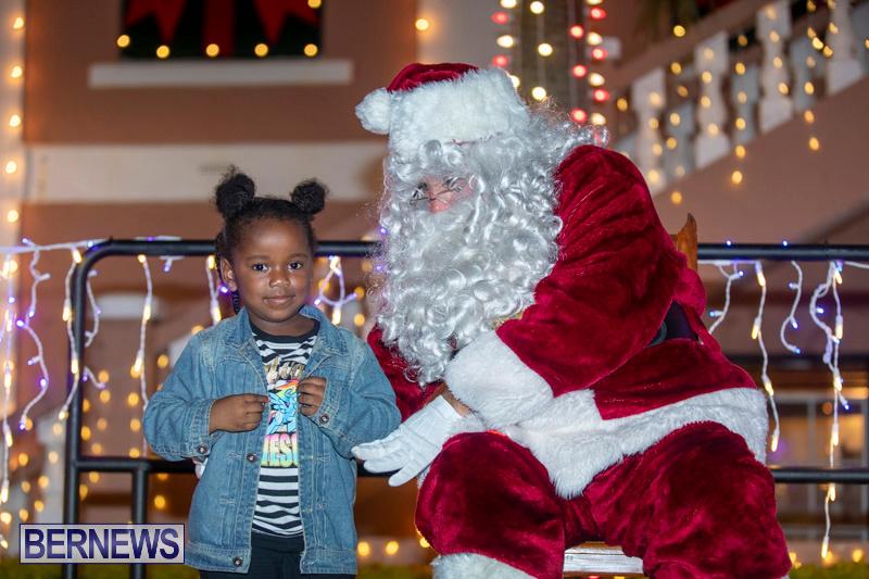 Santa-Claus-visits-St.-George's-Bermuda-December-1-2018-2238