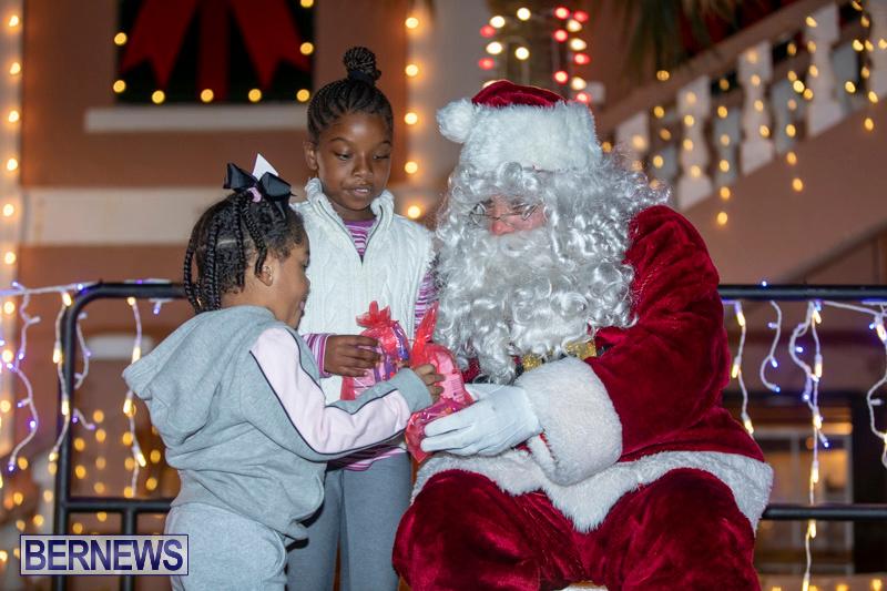 Santa-Claus-visits-St.-George's-Bermuda-December-1-2018-2247