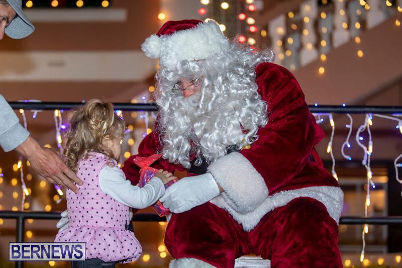 Santa-Claus-visits-St.-George's-Bermuda-December-1-2018-2264