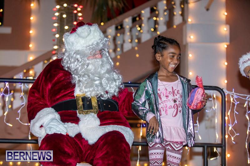 Santa-Claus-visits-St.-George's-Bermuda-December-1-2018-2271