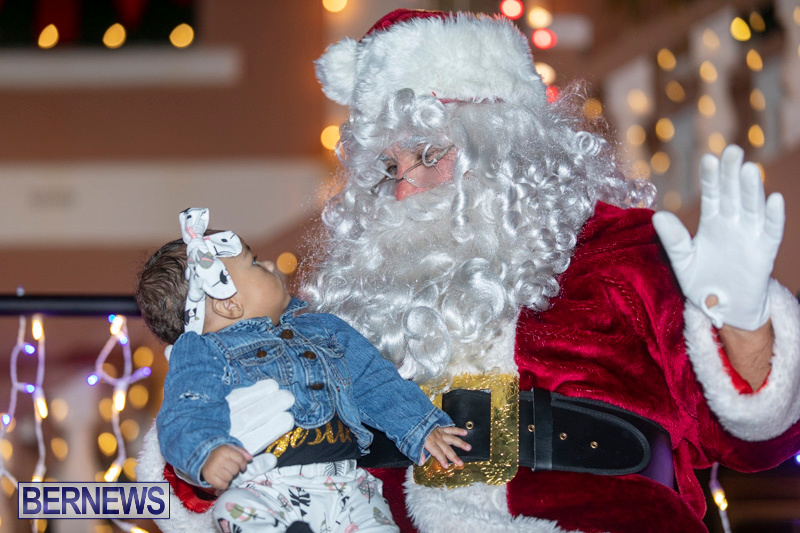 Santa-Claus-visits-St.-George's-Bermuda-December-1-2018-2315