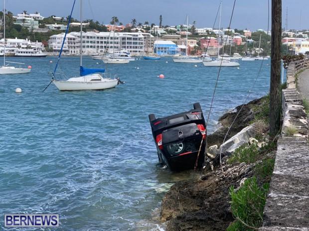 car overturned Bermuda Feb 25 2019 (6)