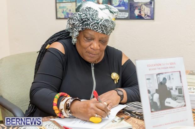 Book signing Bermuda March 2019 (6)