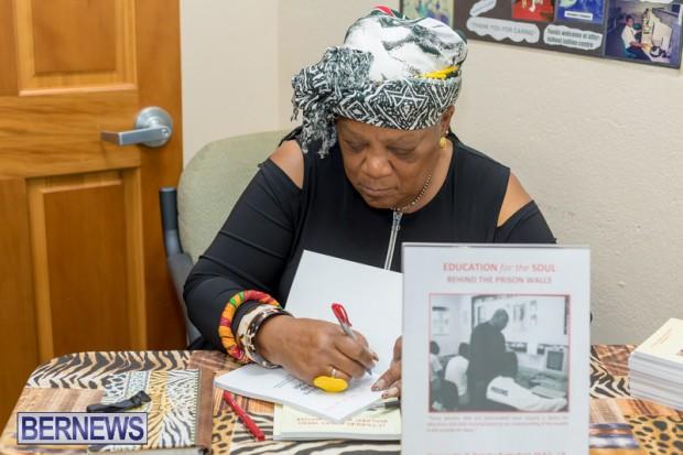 Book signing Bermuda March 2019 (7)