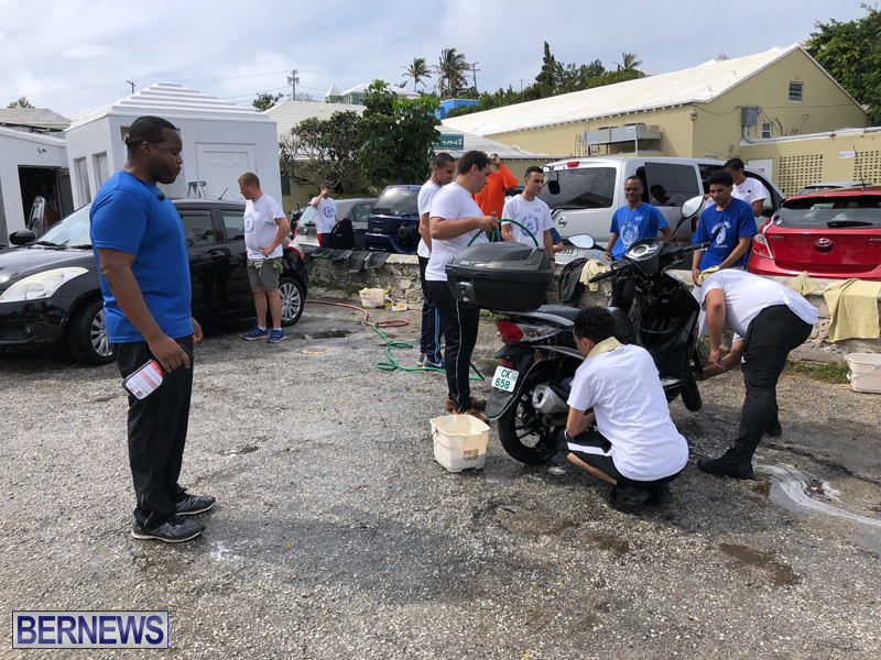 Police officers assist Freeman Family Mar 2 (17)