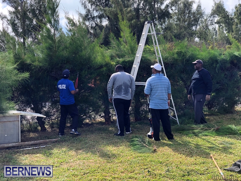 Police officers assist Freeman Family Mar 2 (3)