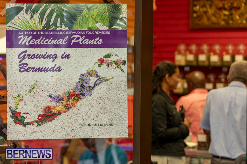 Dr Kuni Frith book launch Medicinal Plants Growing in Bermuda, April 30 2019-0217