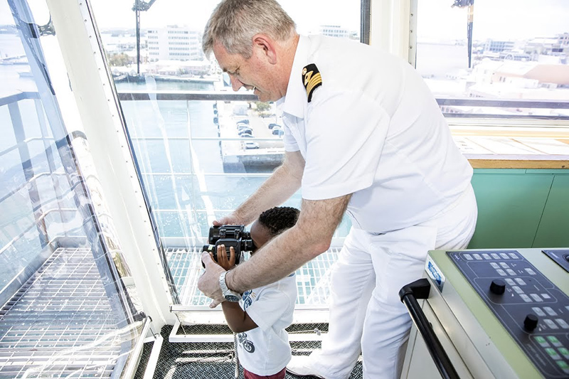 Premier visits RFA Mounts Bay Bermuda May 2019 (4)