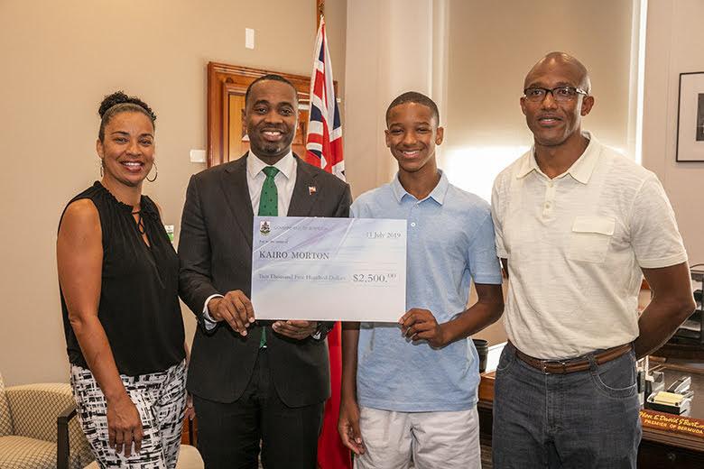 Premier Burt With Yale Summer Interns Bermuda July 2019 (2)