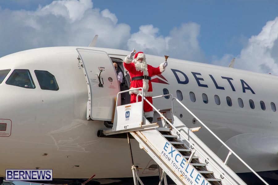 Perform-To-Learn-Pre-School-Santa-Arrives-at-LF-Wade-Airport-Bermuda-November-29-2019-4032
