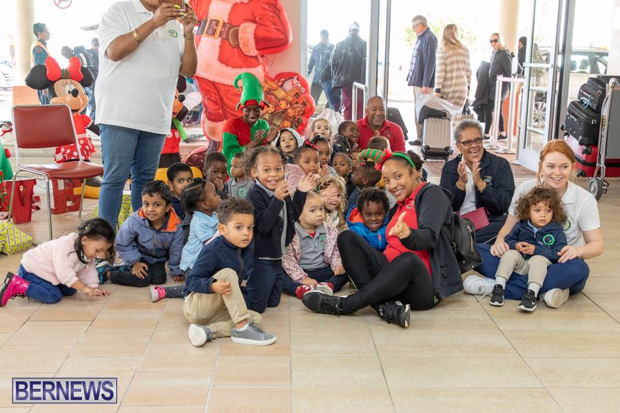 Perform-To-Learn-Pre-School-Santa-Arrives-at-LF-Wade-Airport-Bermuda-November-29-2019-4048