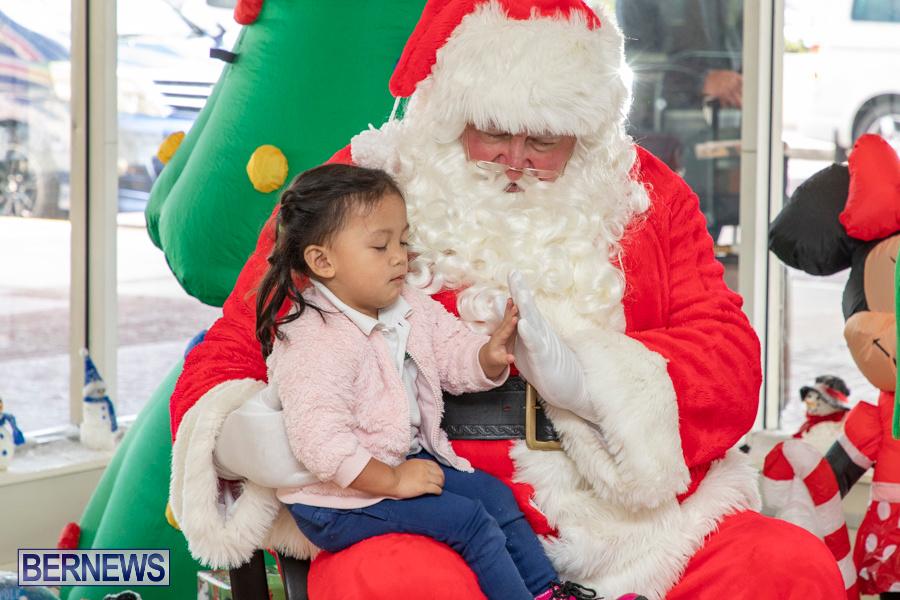 Perform-To-Learn-Pre-School-Santa-Arrives-at-LF-Wade-Airport-Bermuda-November-29-2019-4056