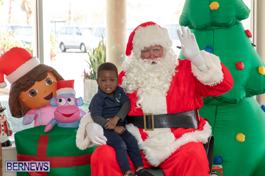 Perform-To-Learn-Pre-School-Santa-Arrives-at-LF-Wade-Airport-Bermuda-November-29-2019-4062