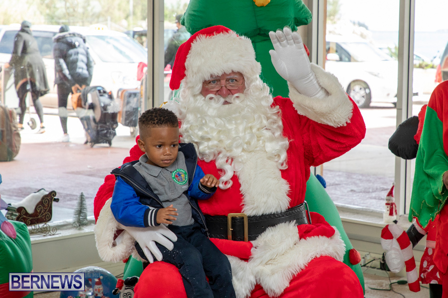 Perform-To-Learn-Pre-School-Santa-Arrives-at-LF-Wade-Airport-Bermuda-November-29-2019-4071