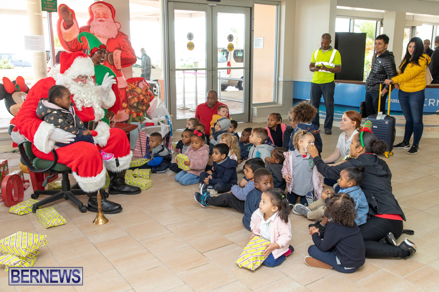 Perform-To-Learn-Pre-School-Santa-Arrives-at-LF-Wade-Airport-Bermuda-November-29-2019-4075