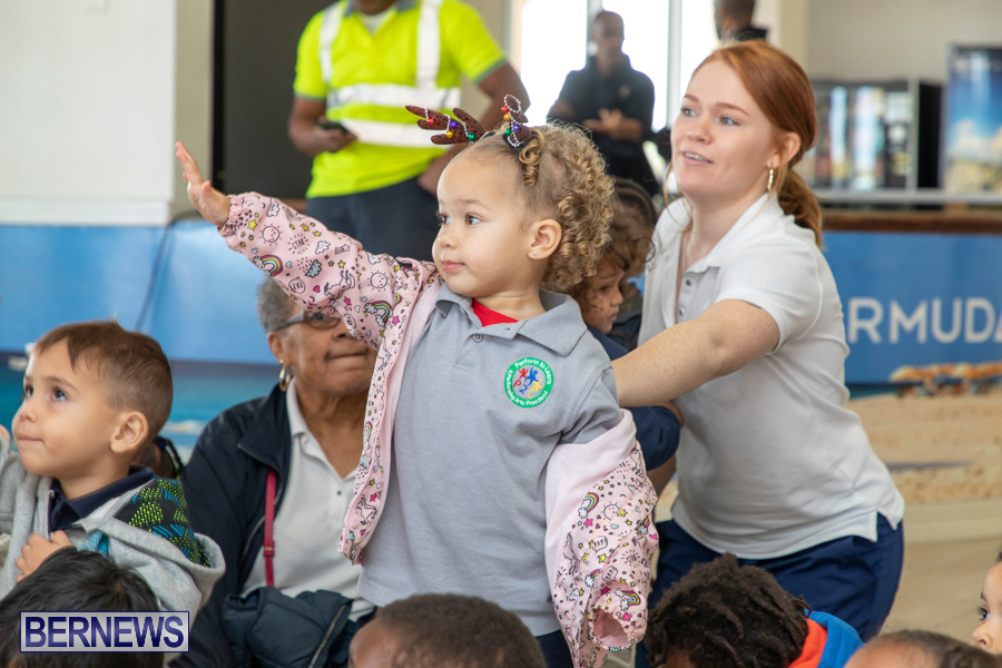 Perform-To-Learn-Pre-School-Santa-Arrives-at-LF-Wade-Airport-Bermuda-November-29-2019-4089