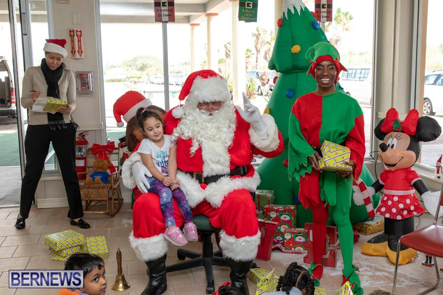Perform-To-Learn-Pre-School-Santa-Arrives-at-LF-Wade-Airport-Bermuda-November-29-2019-4094