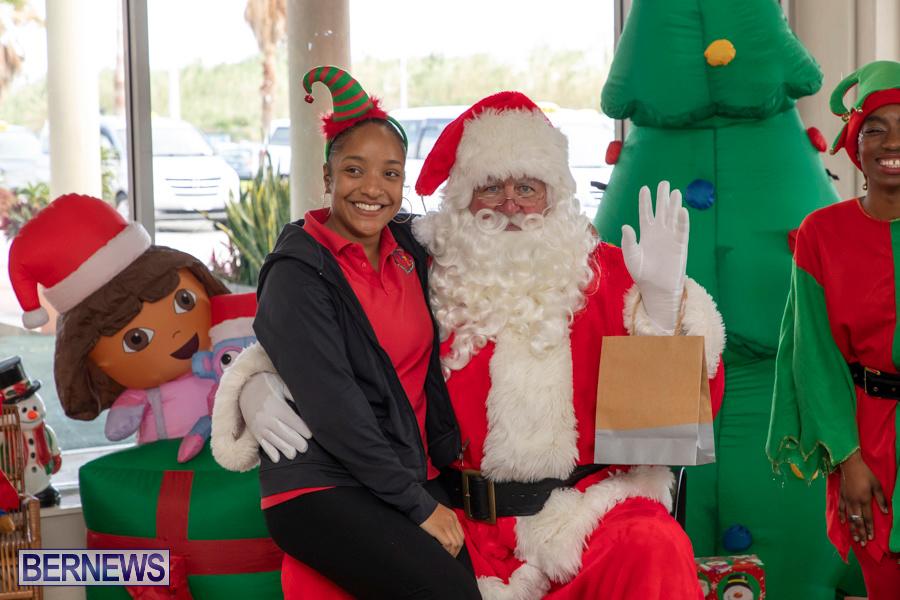 Perform-To-Learn-Pre-School-Santa-Arrives-at-LF-Wade-Airport-Bermuda-November-29-2019-4100