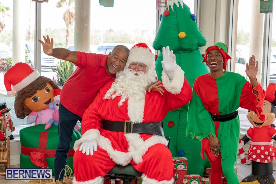 Perform-To-Learn-Pre-School-Santa-Arrives-at-LF-Wade-Airport-Bermuda-November-29-2019-4106