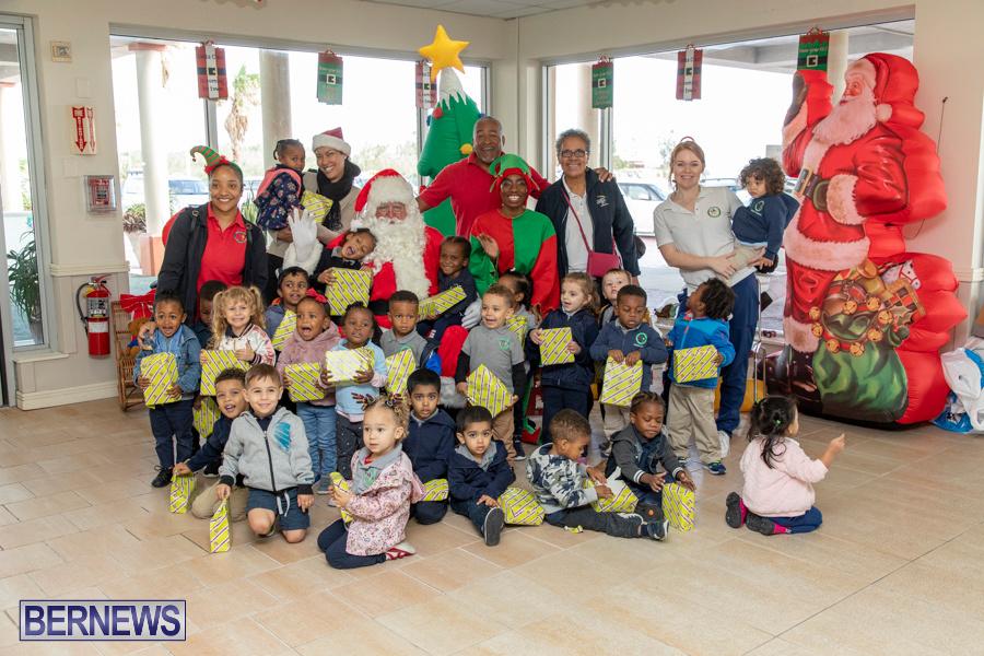 Perform-To-Learn-Pre-School-Santa-Arrives-at-LF-Wade-Airport-Bermuda-November-29-2019-4112