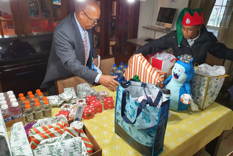 Bermuda Police Service Deliver Gifts Teen Services, December 24 2019 (1)