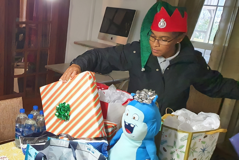 Bermuda Police Service Deliver Gifts Teen Services, December 24 2019 (5)