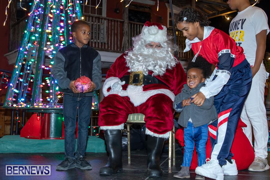 Santa-is-Coming-to-Town-St-Georges-Bermuda-December-14-2019-4000