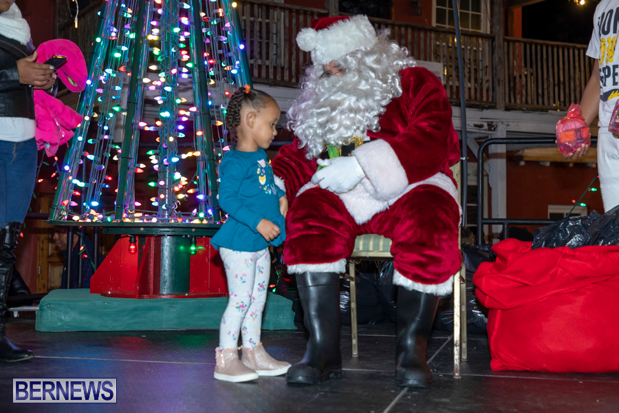 Santa-is-Coming-to-Town-St-Georges-Bermuda-December-14-2019-4010