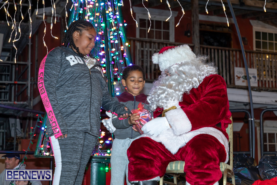 Santa-is-Coming-to-Town-St-Georges-Bermuda-December-14-2019-4060
