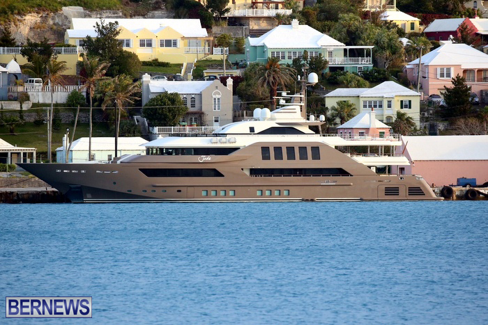 superyachts-in-bermuda-for-slider-7