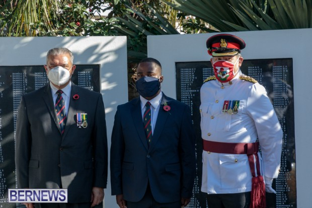 DF wreaths laid War Memorial Bermuda 2020 (1)