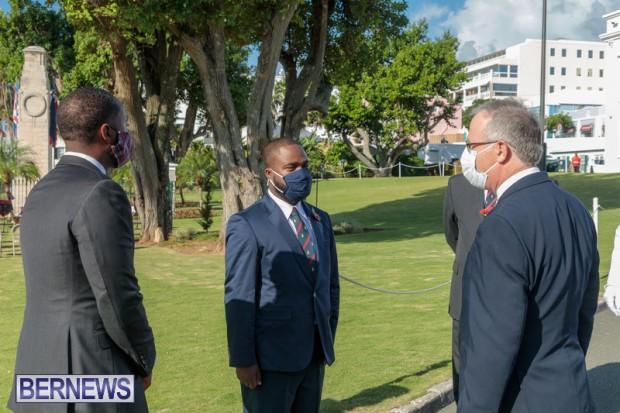 DF wreaths laid War Memorial Bermuda 2020 (3)